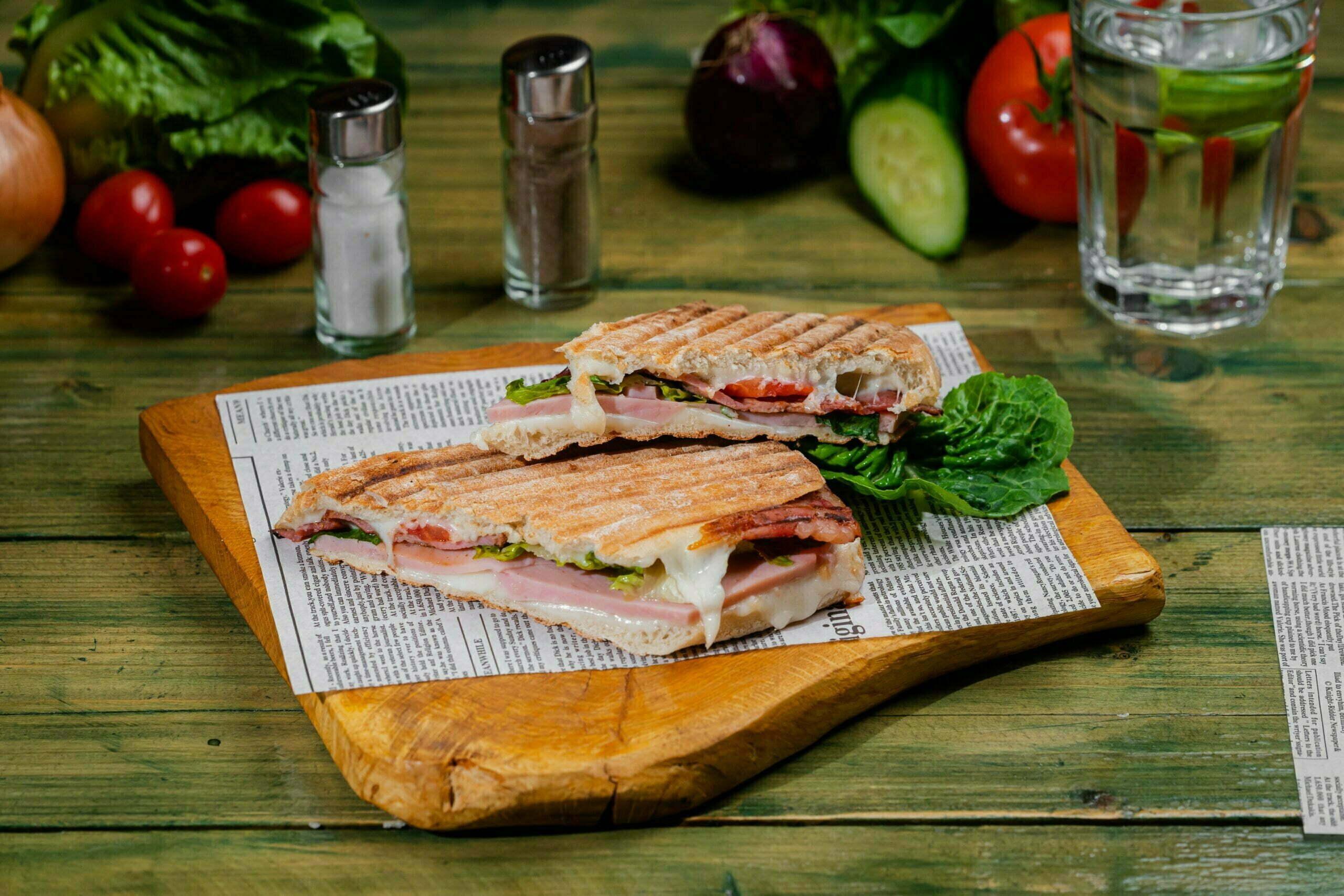 sandwich container cu cascaval