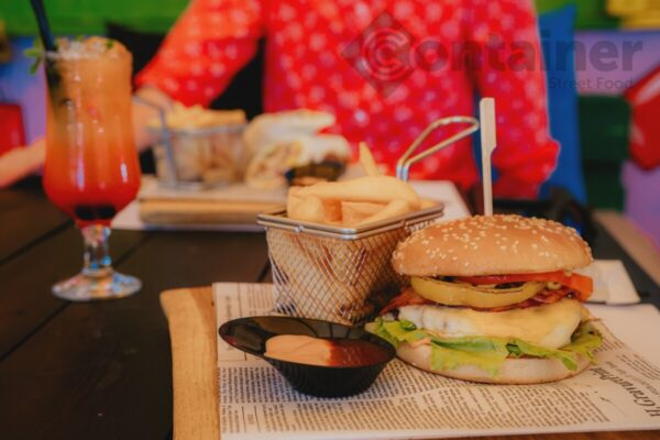 burger terasa - Container Restaurant cu Burgeri Suceava